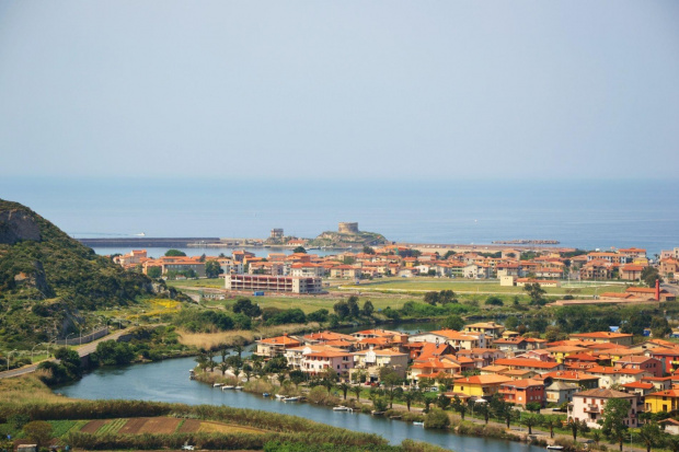 Sardynia zachwyca dzika przyrodą, a je miasteczka swoją naturalnością i urokliwymi widokami.