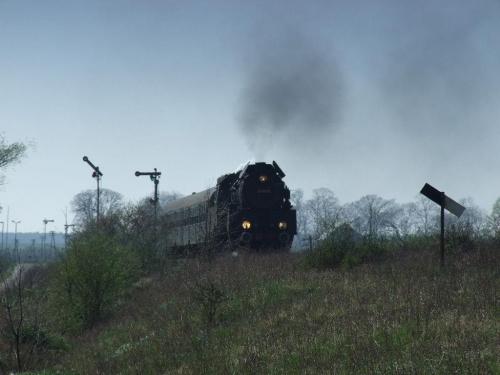 parowóz OL49, trasa Wolsztyn - Poznań, okolice Szreniawy, 11.04.2009 #kolej #kolejnictwo #lokomotywa #lokomotywy #OL49 #parowozy #parowóz #PKP #pociąg #PojazdySzynowe #Szreniawa