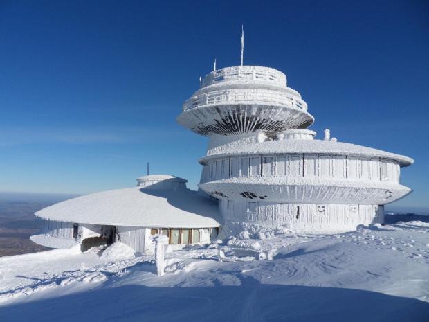 Znalezione obrazy dla zapytania góry w śniegu śnieżka