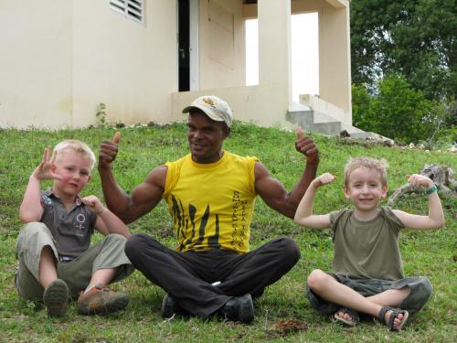 I kto ma największe bicepsy? Od lewej: Niemiec, Dominikańczyk i Polak #Karaiby #Dominikana #Polak #Niemiec #muskuły