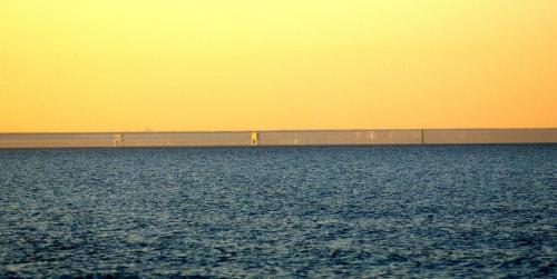 Fatamorgana, miraż górny. Hel, widok z plaży w Sobieszewie. #Fatamorgana #Hel #MirażGórny
