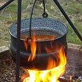 Bogracs - węgierski kociołek, 08.2009 [Olympus E-410, Zuiko Digital 14-42, pierwsze zabawy z czasem :-)] #płomień #ogień #kocioł #kociołek #ognisko #bogracz #bogracs #gulasz #gotowanie