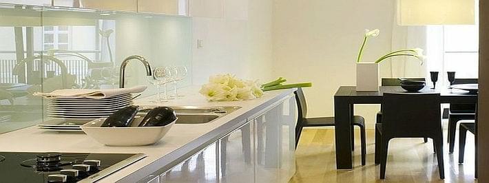 biala kuchnia z jadalnia