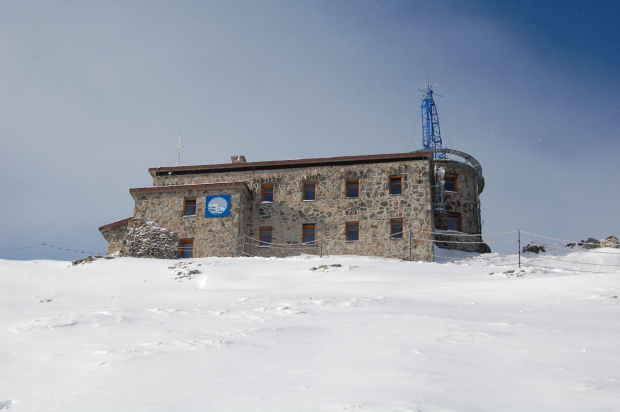 Najwyżej położony budynek w Polsce #Tatry #architektura #budynek #StacjaMeteorologiczna #zima #KasporowyWierch #ferie #śnieg #niebo