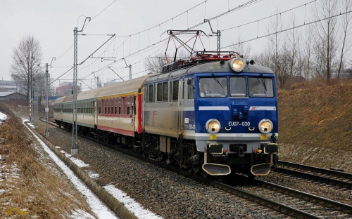 EU07-030 z pociągiem TLK do Krakowa. #EU07 #pkp #intercity #TLK #kolej #pociąg