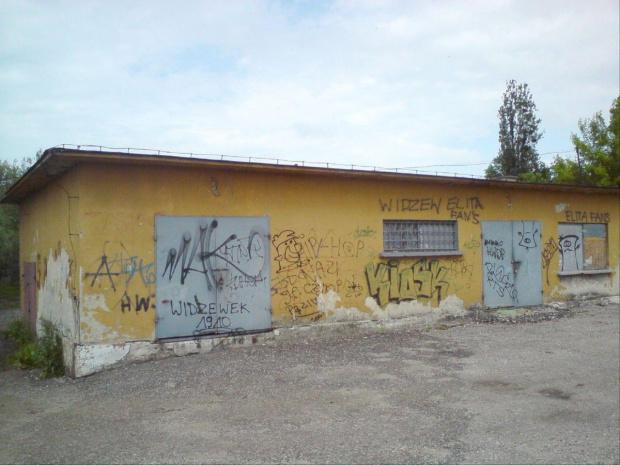 Na stacji wszechobecne niestety malowidła w Opocznie. #PKP #Opoczno