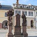 Nepomuk na rynku w Jilemnicach #czechy #Jilemnice #ratusz #rzeżby