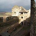 Widok na dziedziniec zamku w Bolkowie z wieży.. #Bolków #zamek #panorama