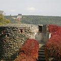 zamek Bolków w jesiennej aurze,w oddali drugi zamek Świny #zamek #Bolków #jesień #krajobraz