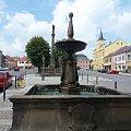 Widok na rynek Lomnice n. Popelkou od strony fontanny #Czechy #miasto #rynek